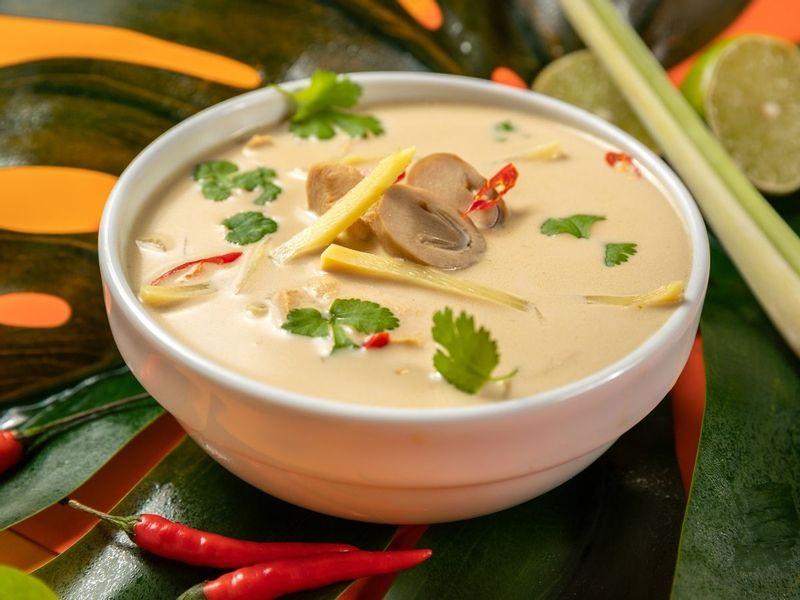 Tajska zupa Tom Kha 🍜