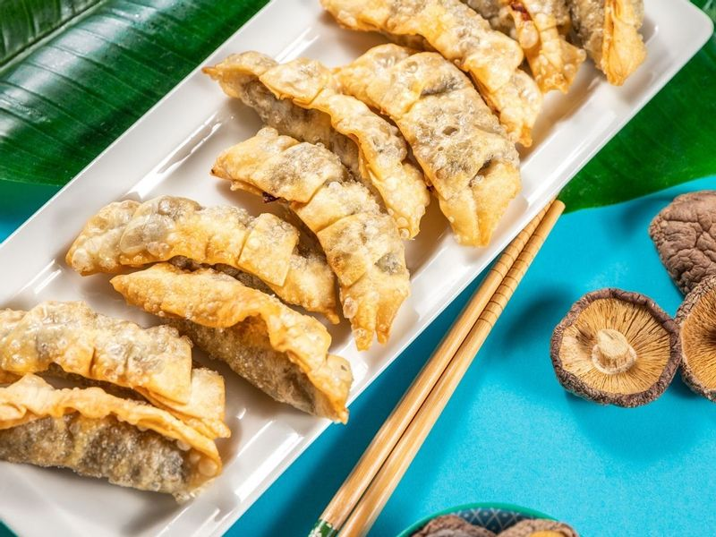 Pierożki Gyoza z kurczakiem i grzybami mun