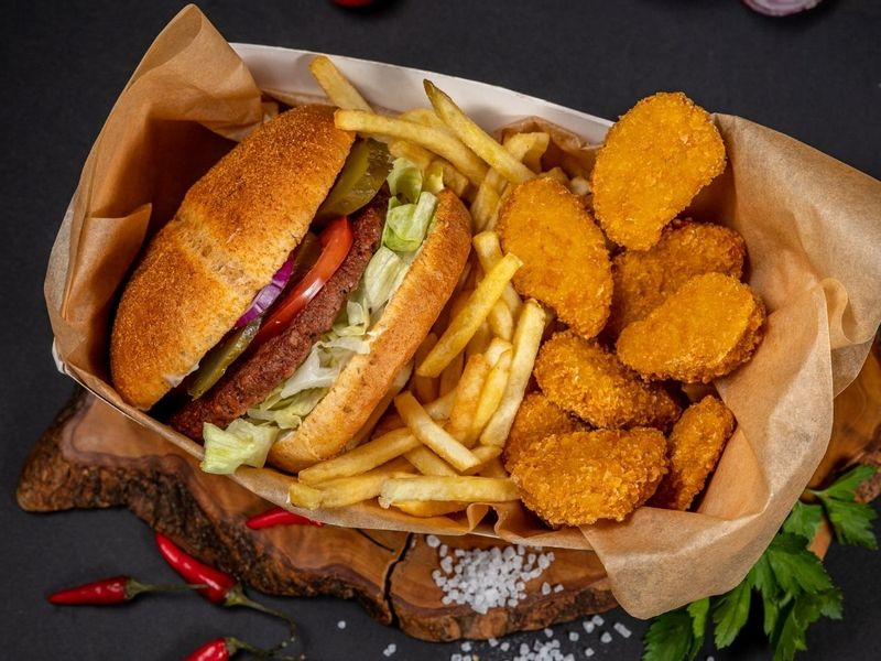 Veger Burger + Veggetsy 9 sztuk + Fryty